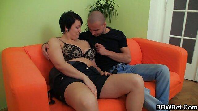 Chrissy baise un gros hermaphrodite porno con