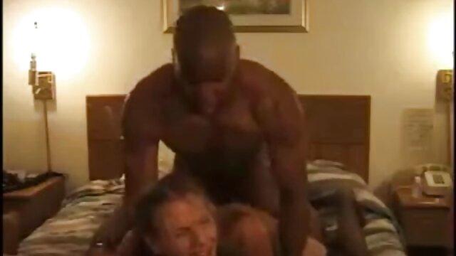 Caramel et Katrina sucent une film sexe gratuit bite noire et se font enculer