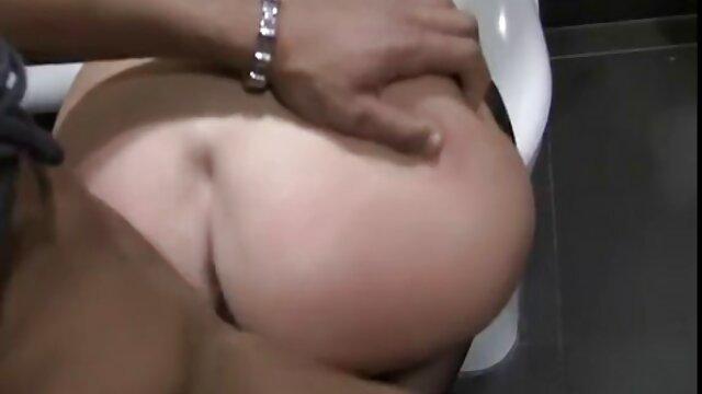Une pute sexy de 18 ans a un avant-goût du sexe film porno francais hd