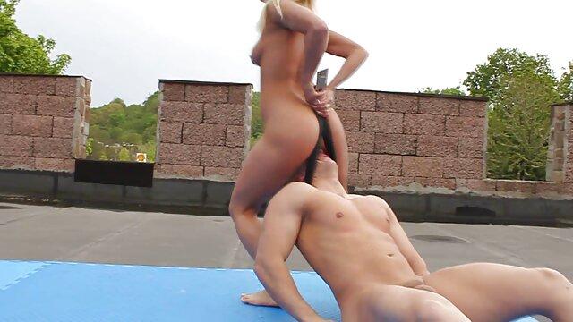 Fille chaude se porno forse masturbe devant la cam