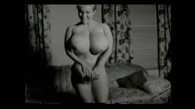 Blonde élancée paie porno en directe ses dettes en nature
