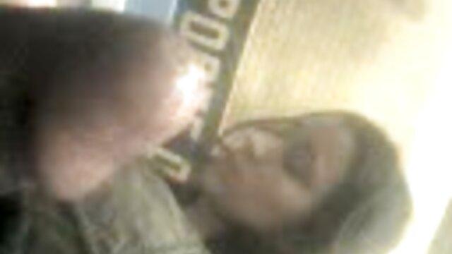 La blonde Kleio Valentien en infirmière porno asie baise avec un chauve