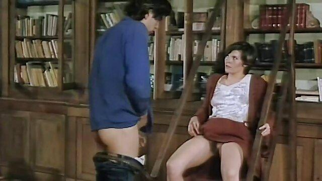 Une porno francais streaming enseignante mature punie deux étudiants excités