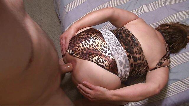 Baisée une brune entre film complet porno les seins