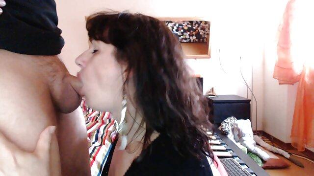 La fille montre ses film porno mom formes cool