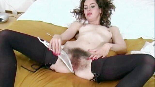 Baisée une blonde tatouée et remplie film porno italien de sperme