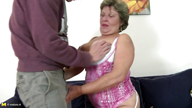 La chienne Christy film x massage Mack se masturbe la chatte