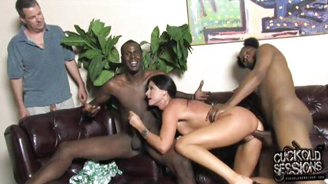 Sexe hard erotic film video d'une blonde sexy avec deux mecs chauds en anal