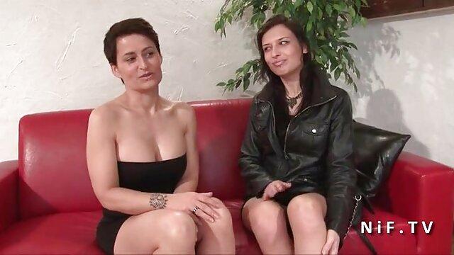 Brunette Divinity Love porno massage hd en lingerie blanche se masturbe la chatte