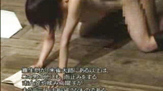 La blonde Jesse Jane fait une pipe à son video sex viol amant