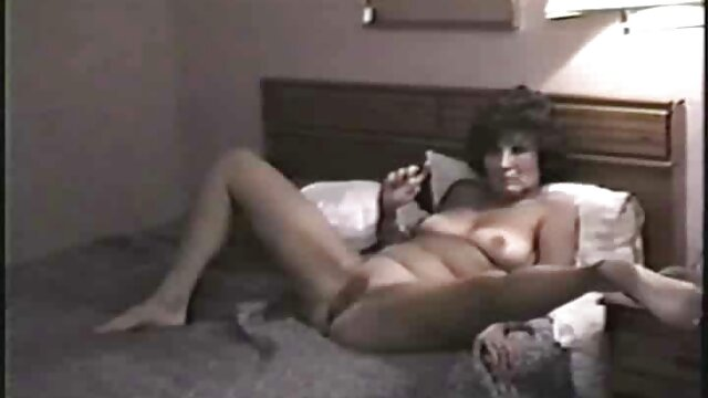 Un couple porno cheval femme de pays est allé sur le terrain pour avoir des relations sexuelles