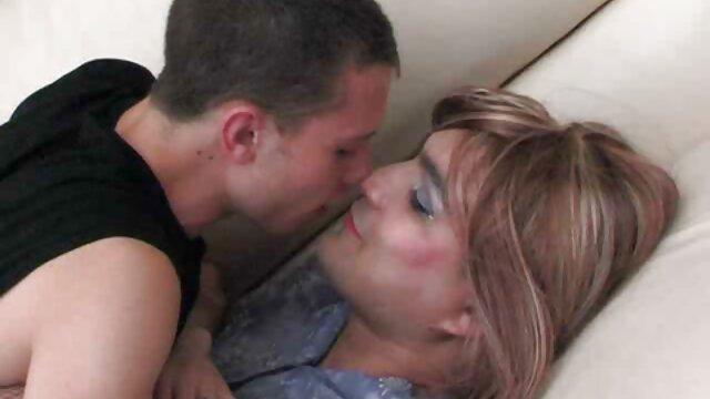 Blonde glamour porno reel en bas résille se fait baiser en anal