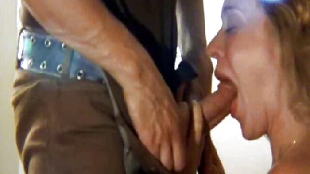 Plantureuse blonde caresse sa nxnn film chatte avec ses doigts