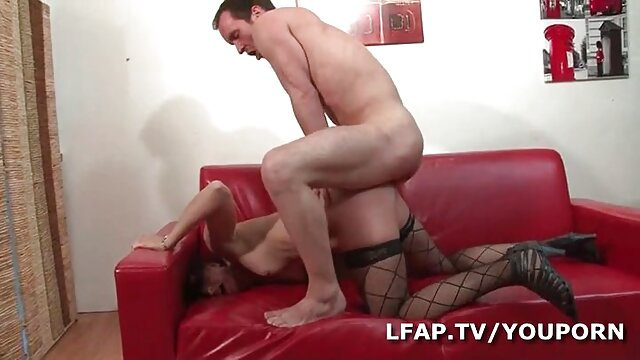 Superbe fille se anal film masturbe la chatte humide