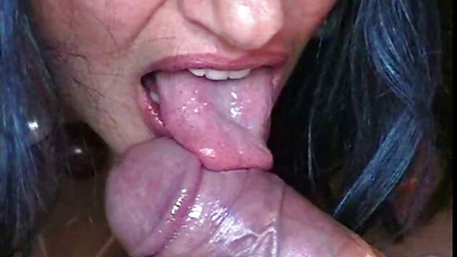 Horny mature film sex xxl MILF dans la cuisine obtient une surprise