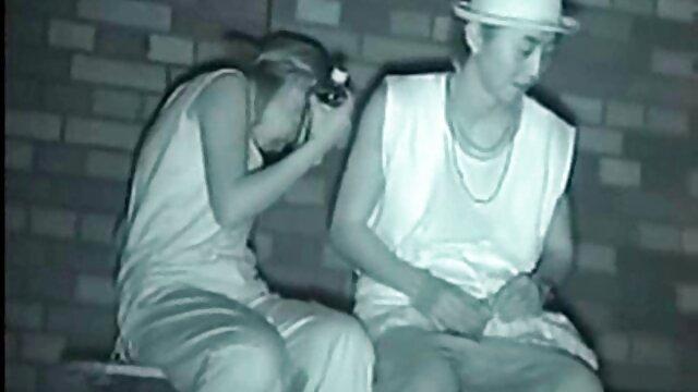 La blonde au prono xxx black gros cul Jessa Rhodes baise avec un mec en gros plan